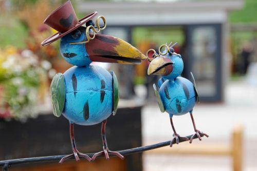 bird figure glasses