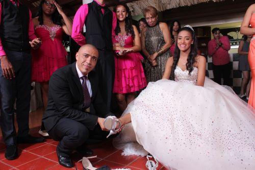 gimtadienis,šlepetės,suknelė,šokiai,metai,vakarėlis,prom suknelė,quinceanera suknelė,mada,avalynė