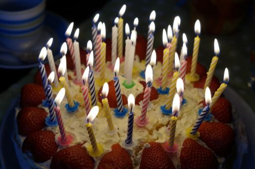 birthday cake burn candles