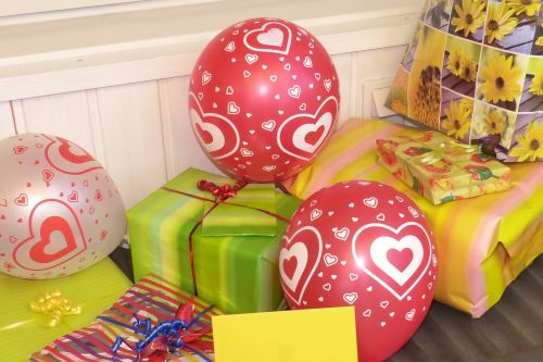 birthday gifts gift table balloon
