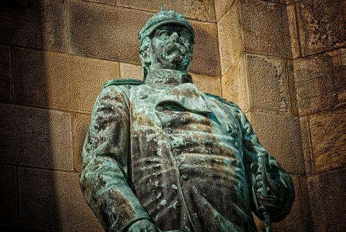 bismarck monument chancellor
