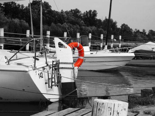 black and white boat porto