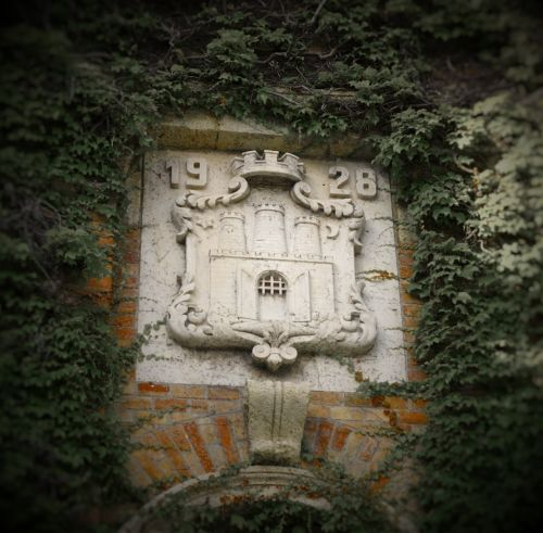 blazon wall stone