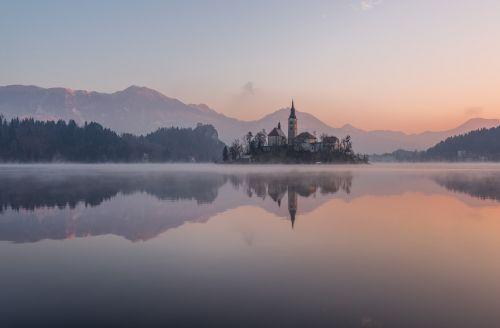 bled,žiema,ežeras,slovenia,pilis,sala,Alpės,kraštovaizdis,dangus,bažnyčia,sniegas,fonas,balta,Europa,kelionė,gražus,gamta,turizmas,orientyras,saint,katalikų,Martinas,romantiškas,vaizdas,vanduo,lauke,architektūra,šaltas,vaizdingas,kalnas,europietis,kalnas,idiliškas,Alpių,julian,žmonės,snieguotas,atostogos,peizažas,žinomas,nuotykis