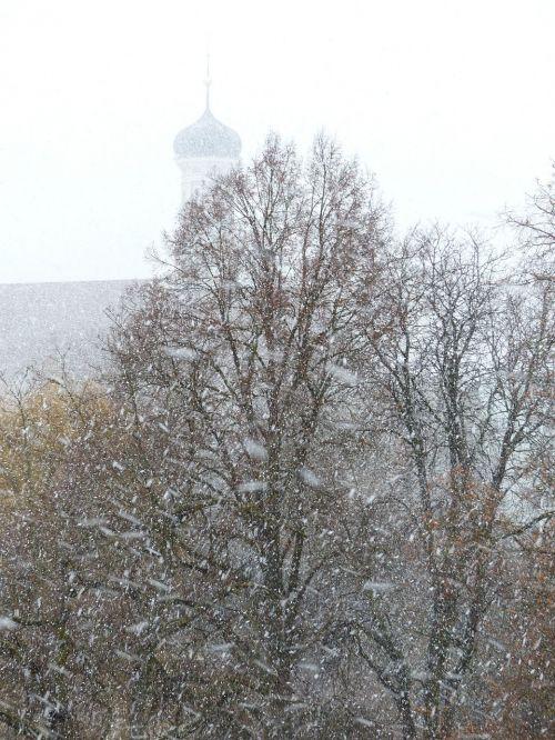 blizzard snow flurry snowflakes