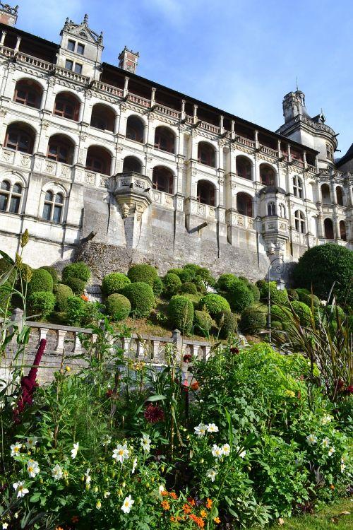 blois château de blois flowerbed