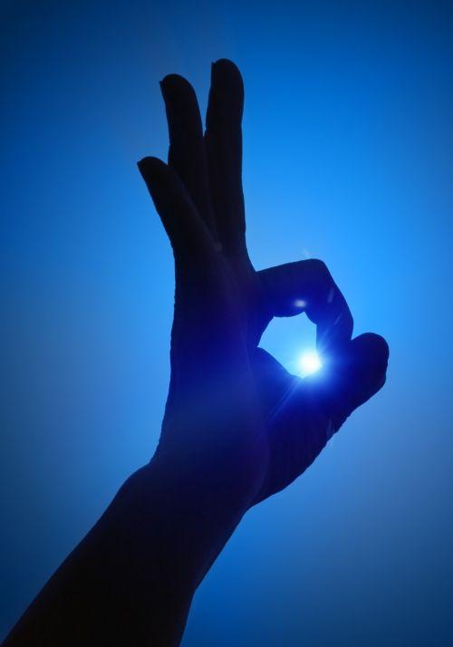 mėlynas fonas,Gerai,Gerai,ranka,Gerai,ženklas,signalas,simbolis,saulė,siluetas,pirštas,sėkmė,ratas,koncepcija,fonas,gerai,teigiamas,vakaras,gestas,patvirtinimas,figūra,išraiška,metafora,švarus,idėja,patvirtinti,sėkmingas,emocija,verslas,pasitenkinimas,paprastumas,laimėti