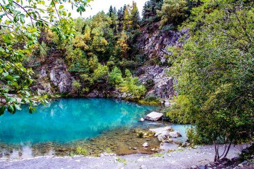 mėlynas ežeras,aukšta liura,auvergne,saint agreve,lignono kamanas,vanduo,ežeras,kraštovaizdis,gamta,kalnas,neįtikėtinas,vulkanas,lava,šiferis,skaidrus,skaidrus vanduo,lagūnas