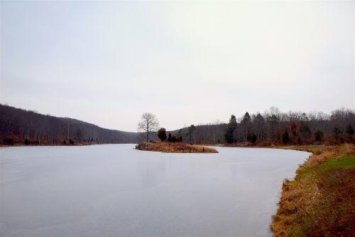 mėlynas kalninis ežeras,vanduo,sušaldyta,ežeras,kraštovaizdis,kalnas,mėlynas,gamta,dangus,kalninis ežeras,peizažas,miškas,debesys,vaizdingas,ramus,natūralus,ramus,taikus,horizontas,lauke,panorama,sniegas,parkas