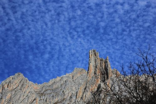 blue sky mountains and rivers scale cloud