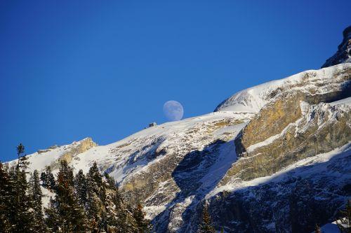 blüemlisalphut,mėnulis,pilnatis,kalnai,kraštovaizdis,gamta,milžinas mėnulis,idiliškas,ežeras oeschinen,kalnų namelis,swiss alps-club,Alpių,Berno Alpės,Šveicarija,Unesco Weltnaturerbe,name ir mėnulis
