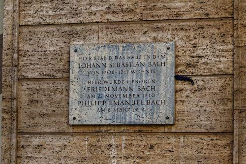board monument stone