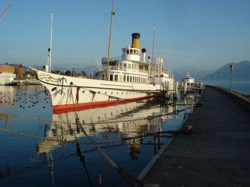 boat sternwheeler lake geneva