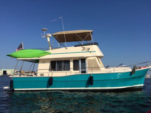 boat trawler motoring