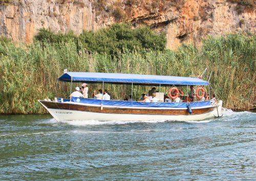 boat tourists dalyan