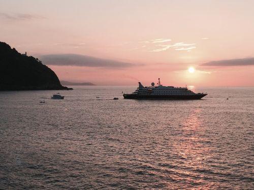 boat cruise sea