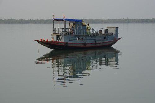 boat sundarbans forest
