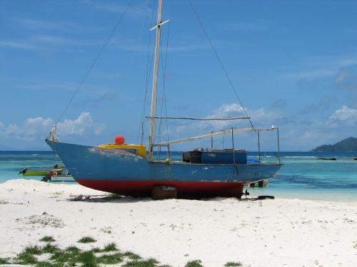 seychelles boat beach