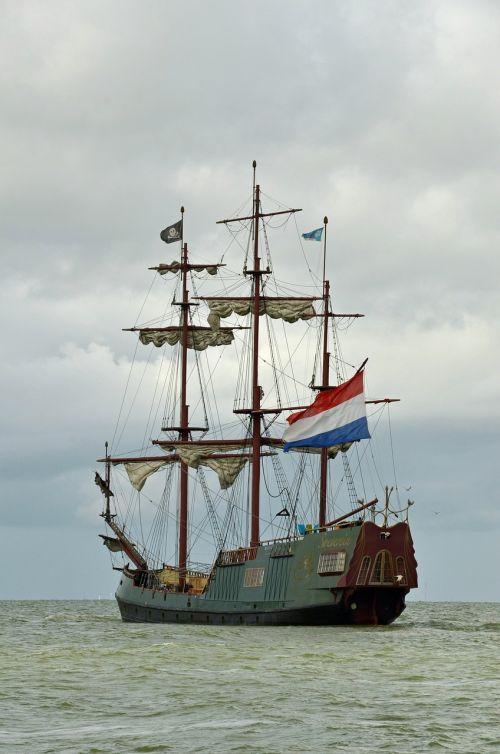 boat ship pirate ship