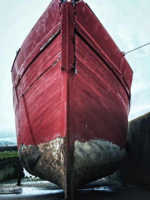 boat hull red