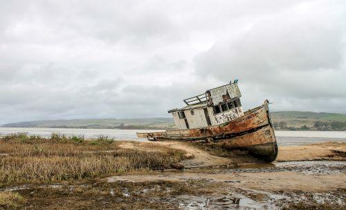 boat wreak ocean