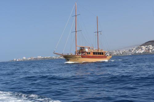 boat sailboat browsing
