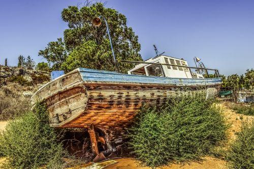 boat old abandoned