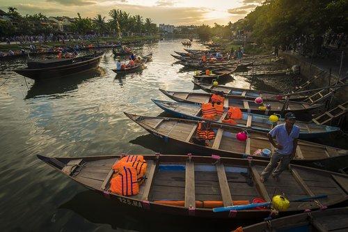 boat  hoian  water