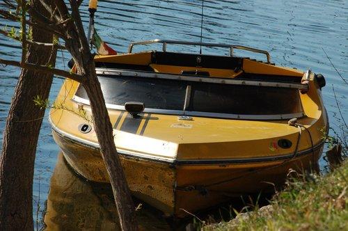 boat  nautica  speedboat
