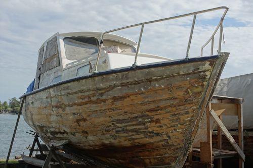 boat repair maintenance