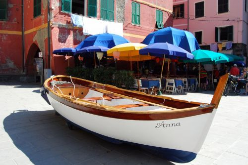 boat piazza houses