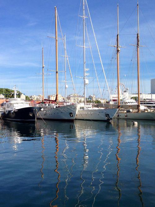 barcelona boats harbour