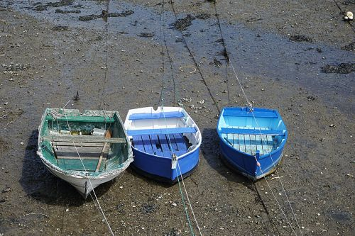 boats tide low tide