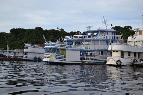 boats transport manaus