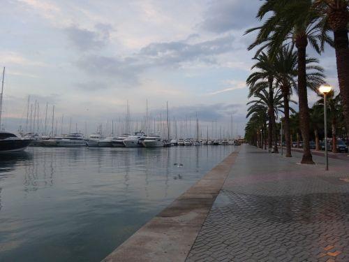 boats promenade palma