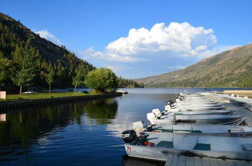 boats mountain lake