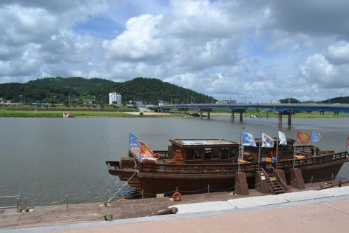 boats korea rivers