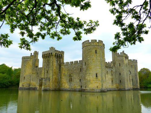 bodiam castle ruin