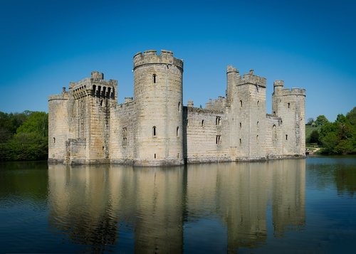 bodiam castle  east sussex  moat
