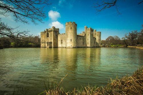bodiam castle castle lake