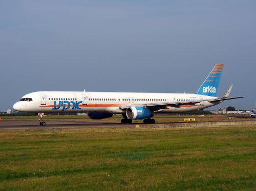 boeing 757 israeli airlines taxiing
