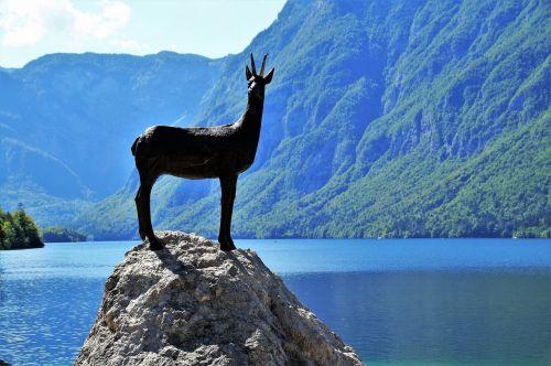 bohinj,bohinj ežeras,bohinj ežeras,Julijos alpės,skaidrus vanduo,turizmas,slovenia,kalninis ežeras,paminklas