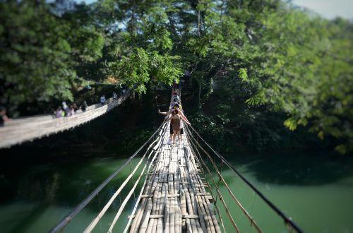 loboc upės tiltas,bambuko tiltas,Boholo tiltas,be medinių kojų,žmonės,gonzo,fotografuoti,medinis tiltas