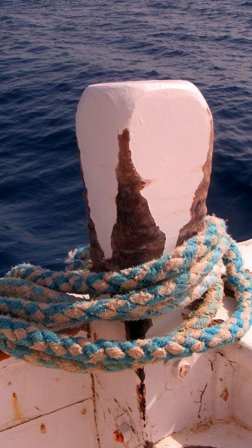 bollard ship dew