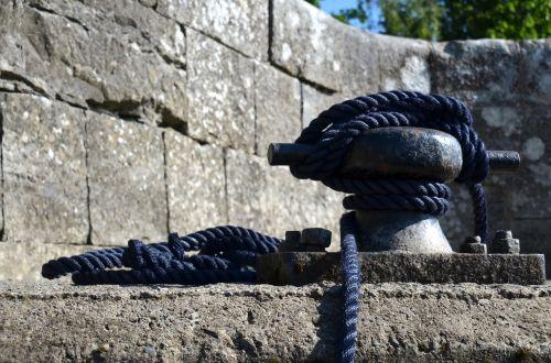 bollard dew rope