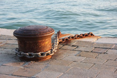 bollard chain anchorage
