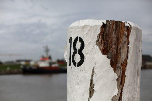 bollard water wooden posts