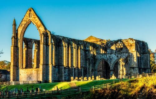 bolton abbey bolton priory yorkshire