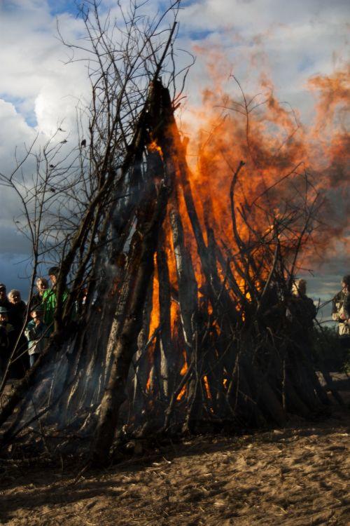 bonfire midsummer fire