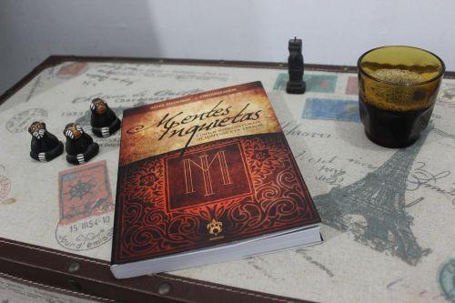 knyga,skaitymas,kavinė,skaityti,literatūra,kava,fikcija